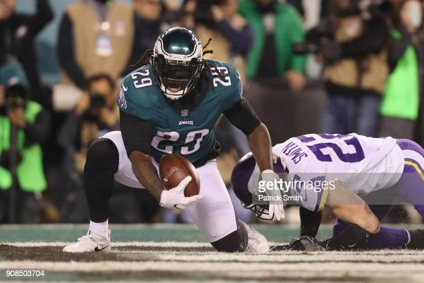 LeGarrette Blount of the Philadelphia Eagles scores a second quarter touchdown past Harrison Smith of the Minnesota Vikings in the NFC Championship...