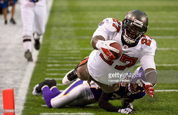 LeGarrette Blount of the Tampa Bay Buccaneers scores a touchdown against the Minnesota Vikings in the third quarter on September 18, 2011 at Hubert...