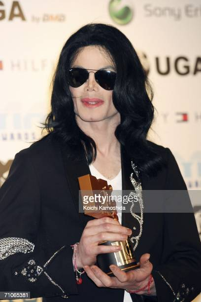 Legend Award winner Michael Jackson poses with his award at the 2006 MTV Video Music Awards at the Yoyogi National Athletic Stadium May 27 2006 in...