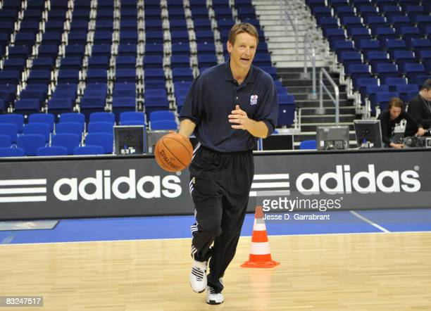 Legend Detlef Schrempf runs drills at an NBA Cares Event during the 2008 NBA Europe Live Tour on October 13, 2008 at the 02 World Arena in Berlin,...