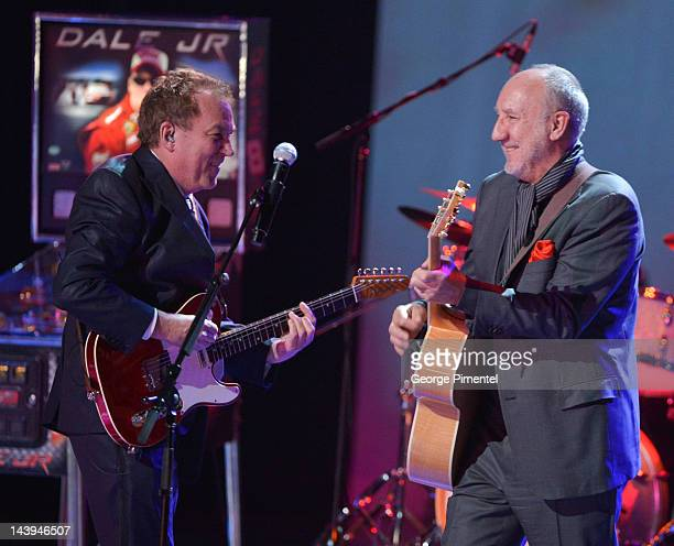 Legendary guitarist Pete Townshend backs up Des McAnuff Director of Jesus Christ Superstar on the occasion of McAnuff receiving a Governor General's...