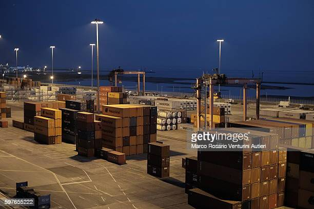 leghorn (italy): commercial docks and cargo containers - maersk stock pictures, royalty-free photos & images