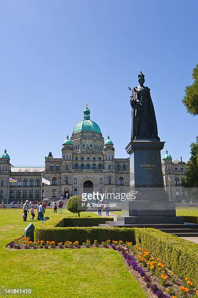 legislative building of bc and statue of queen victoria, victoria, vancouver island, canada - queen victoria stock pictures, royalty-free photos & images