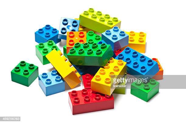 edificio de ladrillos lego y cuadras - lego fotografías e imágenes de stock