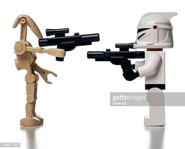 lego star wars des robots minifigures viser les autres - lego star wars photos et images de collection