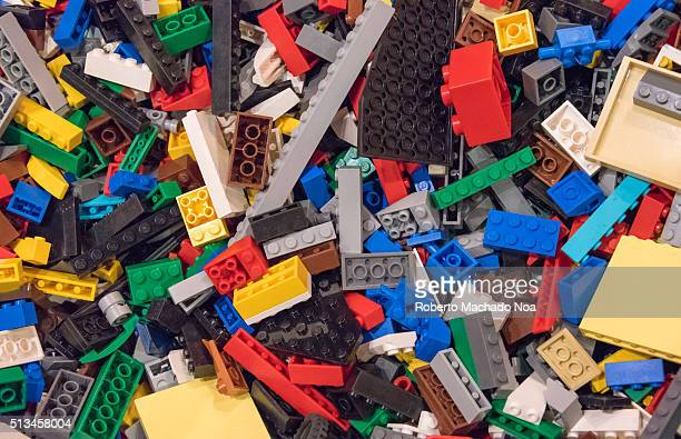 Legoland Discovery Center Pile of lego blocks or pieces in small tanks for children to play