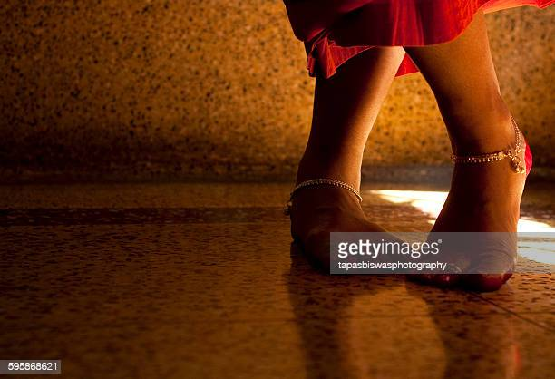 legs crossed - anklet stock pictures, royalty-free photos & images