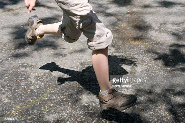 legs of 9 year old girl running outdoors - combat sport foto e immagini stock