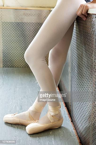 beine ballerina - strumpfhose stock-fotos und bilder