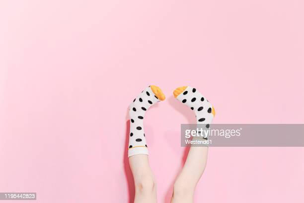 legs of a girl wearing dotted socks - ソックス ストックフォトと画像
