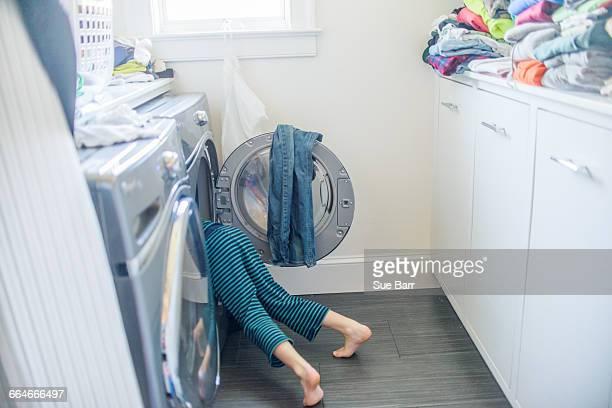 legs of boy in washing machine - naughty america foto e immagini stock