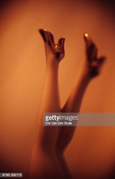 legs of doll - eric van den brulle stock pictures, royalty-free photos & images