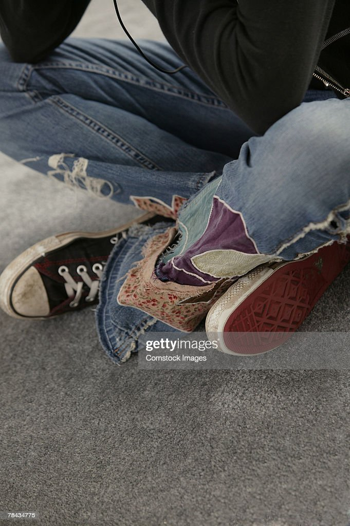 Legs of teenage girl sitting on floor : Stockfoto