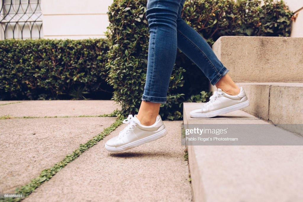 Legs of woman walking downstairs : Stockfoto