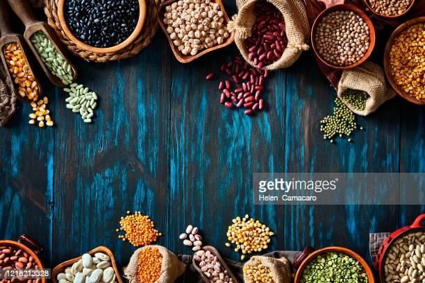 legumes and beans on a rustic wooden table - prato de soja - fotografias e filmes do acervo