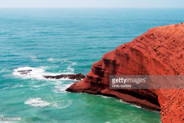 legzira beach, southern morocco - agadir photos et images de collection