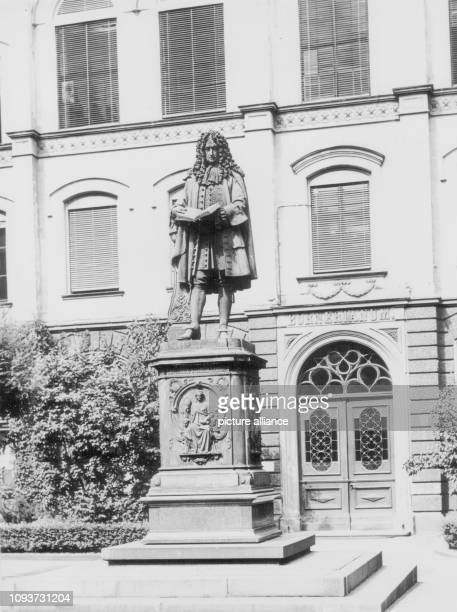 Leibnizdenkmal vor dem Bornerianum