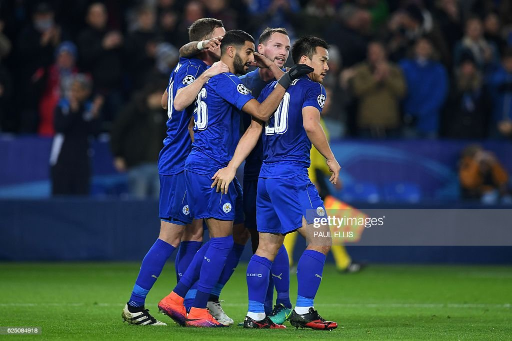 Leicester City's Algerian midfielder Riyad Mahrez (2L) celebrates scoring his team's second goal from the penalty spot, with Leicester City's English midfielder Danny Drinkwater (2R) and Leicester City's Japanese striker Shinji Okazaki (R) during the UEFA Champions League group G football match between Leicester City and Club Brugge at the King Power Stadium in Leicester, central England on November 22, 2016. / AFP / Paul ELLIS