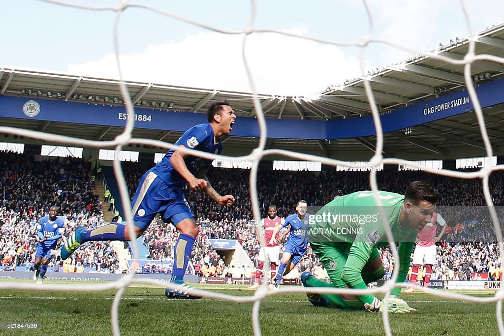Leicester City's Argentinian striker Leonardo Ulloa (L) celebrates after scoring their second goal from the penalty spot to equalise 2-2 as West Ham United's Spanish goalkeeper Adrian (R) reacts during the English Premier League football match between Leicester City and West Ham United at King Power Stadium in Leicester, central England on April 17, 2016. / AFP / ADRIAN DENNIS / RESTRICTED TO EDITORIAL USE. No use with unauthorized audio, video, data, fixture lists, club/league logos or 'live' services. Online in-match use limited to 75 images, no video emulation. No use in betting, games or single club/league/player publications. /