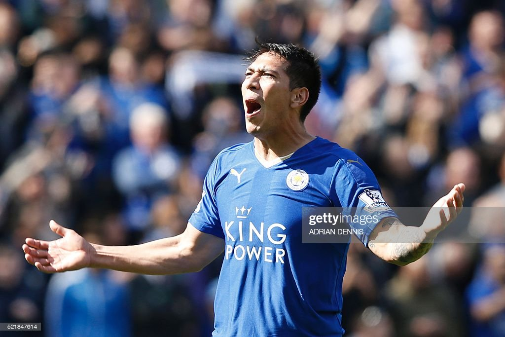 Leicester City's Argentinian striker Leonardo Ulloa celebrates scoring their second goal from the penalty spot to equalise 2-2 as West Ham United's Spanish goalkeeper Adrian (R) reacts during the English Premier League football match between Leicester City and West Ham United at King Power Stadium in Leicester, central England on April 17, 2016. / AFP / ADRIAN DENNIS / RESTRICTED TO EDITORIAL USE. No use with unauthorized audio, video, data, fixture lists, club/league logos or 'live' services. Online in-match use limited to 75 images, no video emulation. No use in betting, games or single club/league/player publications. /