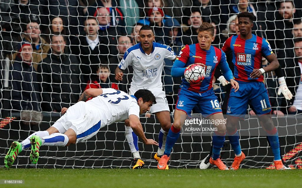 Leicester City's Argentinian striker Leonardo Ulloa (L) clears the ball from his own goal line during the English Premier League football match between Crystal Palace and Leicester City at Selhurst Park in south London on March 19, 2016. / AFP / ADRIAN DENNIS / RESTRICTED TO EDITORIAL USE. No use with unauthorized audio, video, data, fixture lists, club/league logos or 'live' services. Online in-match use limited to 75 images, no video emulation. No use in betting, games or single club/league/player publications. /