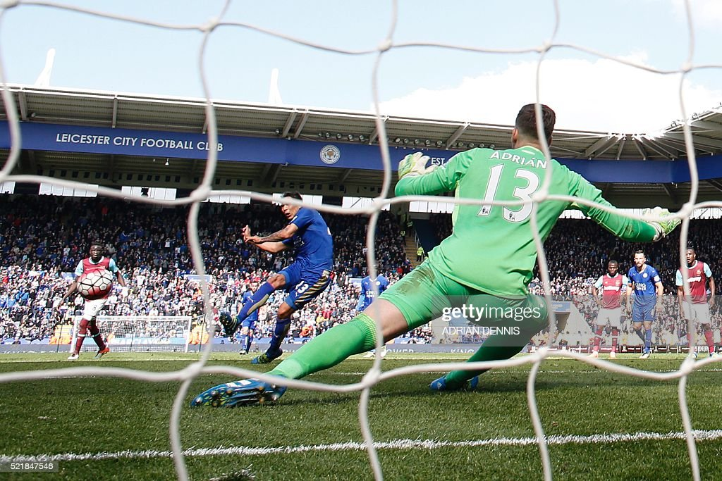 Leicester City's Argentinian striker Leonardo Ulloa (L) scores their second goal from the penalty spot to equalise 2-2 as West Ham United's Spanish goalkeeper Adrian (R) reacts during the English Premier League football match between Leicester City and West Ham United at King Power Stadium in Leicester, central England on April 17, 2016. / AFP / ADRIAN DENNIS / RESTRICTED TO EDITORIAL USE. No use with unauthorized audio, video, data, fixture lists, club/league logos or 'live' services. Online in-match use limited to 75 images, no video emulation. No use in betting, games or single club/league/player publications. /