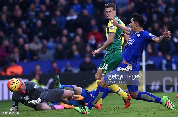 Leicester City's Argentinian striker Leonardo Ulloa scores their late winning goal past Norwich City's English goalkeeper John Ruddy during the...