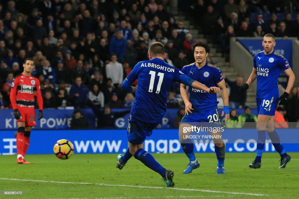 Leicester City's English midfielder Marc Albrighton (C) scores the team's third goal during the English Premier League football match between Leicester City and Huddersfield Town at King Power Stadium in Leicester, central England on January 1, 2018. / AFP PHOTO / Lindsey PARNABY / RESTRICTED TO EDITORIAL USE. No use with unauthorized audio, video, data, fixture lists, club/league logos or 'live' services. Online in-match use limited to 75 images, no video emulation. No use in betting, games or single club/league/player publications. /