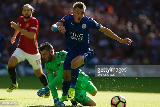 Leicester City's English striker Jamie Vardy beats Manchester United's Spanish goalkeeper David de Gea to score an equalising goal during the FA...