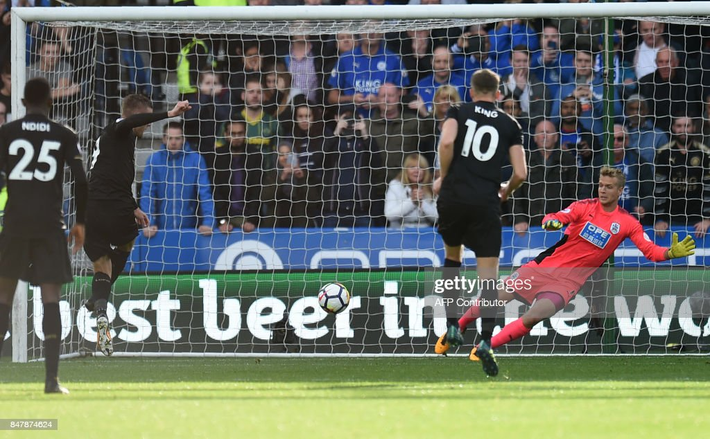 Leicester City's English striker Jamie Vardy (2nd L) scores their first goal from the penalty spot during the English Premier League football match between Huddersfield Town and Leicester City at the John Smith's stadium in Huddersfield, northern England on September 16, 2017. / AFP PHOTO / Oli SCARFF / RESTRICTED TO EDITORIAL USE. No use with unauthorized audio, video, data, fixture lists, club/league logos or 'live' services. Online in-match use limited to 75 images, no video emulation. No use in betting, games or single club/league/player publications. /