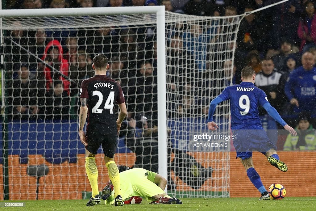 Leicester City's English striker Jamie Vardy (R) takes the ball around Manchester City's Chilean goalkeeper Claudio Bravo on his way to scoring their third goal during the English Premier League football match between Leicester City and Manchester City at King Power Stadium in Leicester, central England on December 10, 2016. / AFP / Adrian DENNIS / RESTRICTED TO EDITORIAL USE. No use with unauthorized audio, video, data, fixture lists, club/league logos or 'live' services. Online in-match use limited to 75 images, no video emulation. No use in betting, games or single club/league/player publications. /