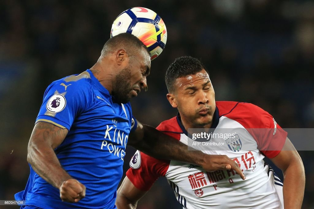 Leicester City's English-born Jamaican defender Wes Morgan (L) and West Bromwich Albion's Venezuelan striker Salomon Rondon vie for the ball during the English Premier League football match between Leicester City and West Bromwich Albion at King Power Stadium in Leicester, central England on Octopber 16, 2017. / AFP PHOTO / Lindsey PARNABY / RESTRICTED TO EDITORIAL USE. No use with unauthorized audio, video, data, fixture lists, club/league logos or 'live' services. Online in-match use limited to 75 images, no video emulation. No use in betting, games or single club/league/player publications. /