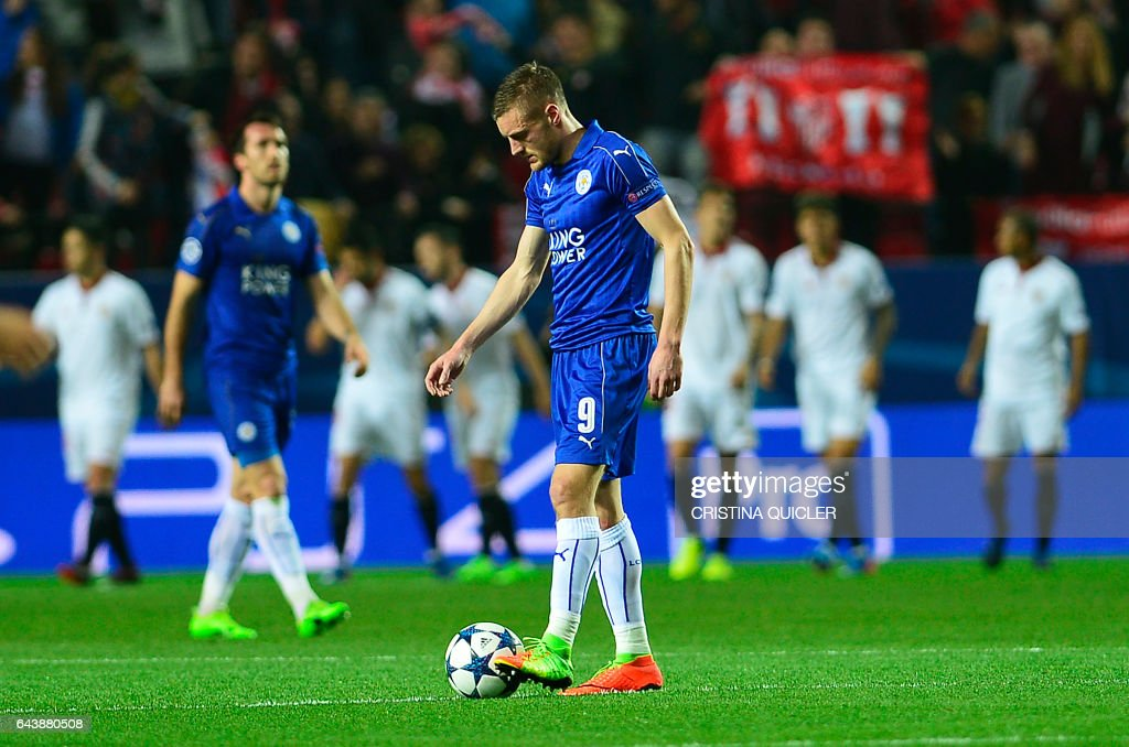 Leicester City's forward Jamie Vardy looks at the ball after a goal by Sevilla during the UEFA Champions League round of 16 second leg football match Sevilla FC vs Leicester City at the Ramon Sanchez Pizjuan stadium in Sevilla on February 22, 2017. / AFP / CRISTINA