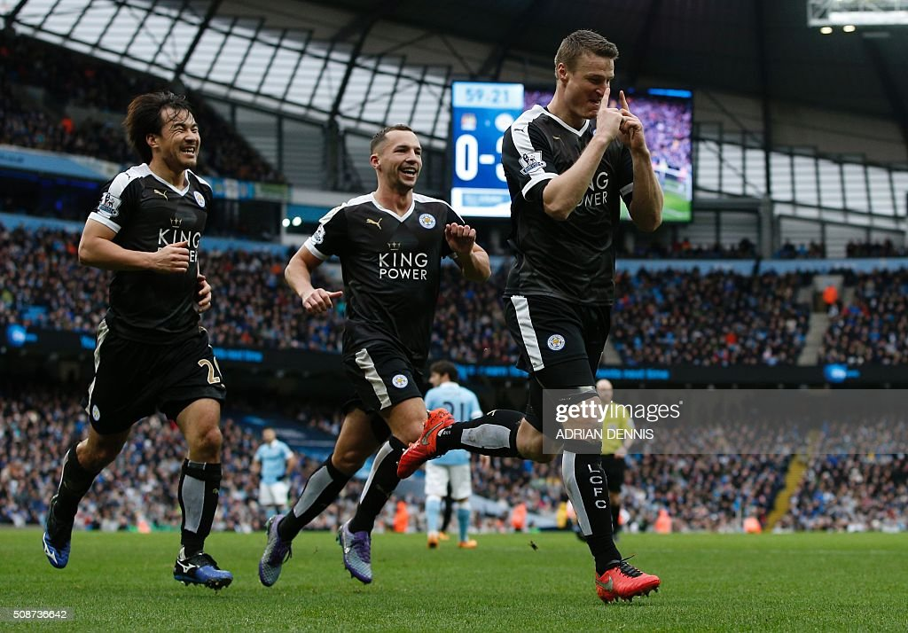 Leicester City's German defender Robert Huth (R) celebrates after scoring his second goal during the English Premier League football match between Manchester City and Leicester City at the Etihad Stadium in Manchester, north west England, on February 6, 2016. / AFP / ADRIAN DENNIS / RESTRICTED TO EDITORIAL USE. No use with unauthorized audio, video, data, fixture lists, club/league logos or 'live' services. Online in-match use limited to 75 images, no video emulation. No use in betting, games or single club/league/player publications. /