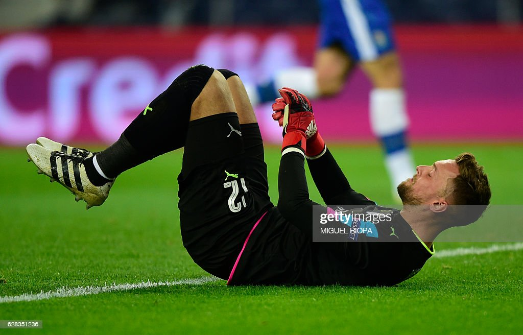 Leicester City's goalkeeper Ben Hamer lies on the field after Porto's fifth goal during the UEFA Champions League football match FC Porto vs Leicester City FC at the Dragao stadium in Porto on December 7, 2016. / AFP / MIGUEL