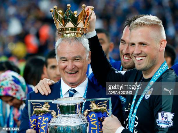 Leicester City's Italian manager Claudio Ranieri poses with Leicester City's Austrian defender Christian Fuchs and Leicester City's Danish goalkeeper...