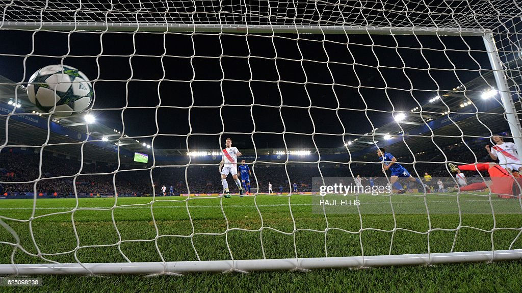 Leicester City's Japanese striker Shinji Okazaki (3R) celebrates scoring his team's first goal during the UEFA Champions League group G football match between Leicester City and Club Brugge at the King Power Stadium in Leicester, central England on November 22, 2016. Leicester won the match 2-1. / AFP / Paul ELLIS