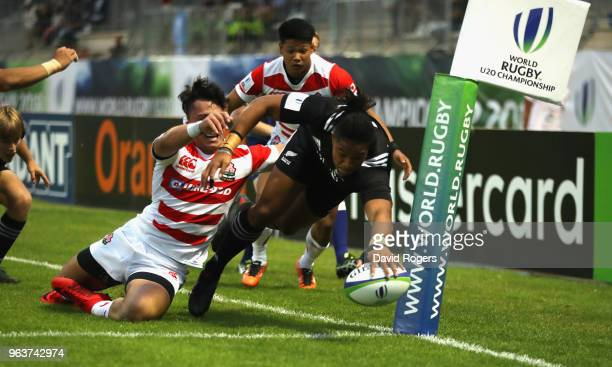 Leicester Faingaanuku of New Zealand dives in for a try during the World Rugby U20 Championship match between New Zealand and Japan at Stade...