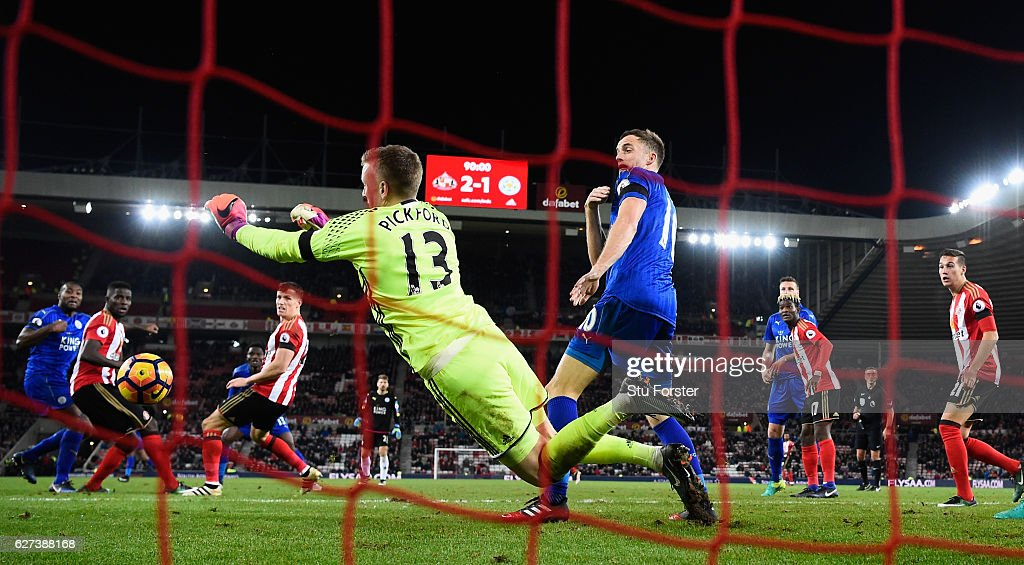 Leicester player Andy King (c) reacts as Sunderland goalkeeper Jordan Pickford makes a last minute save to deny Leicester a draw during the Premier League match between Sunderland and Leicester City at Stadium of Light on December 3, 2016 in Sunderland, England.