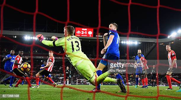 Leicester player Andy King reacts as Sunderland goalkeeper Jordan Pickford makes a last minute save to deny Leicester a draw during the Premier...