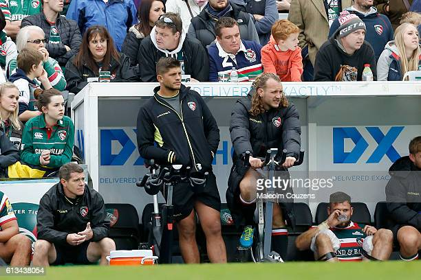 Leicester Tigers Mike Williams standing left looks on following his withdrawal from the game with nerve damage during the the Aviva Premiership match...