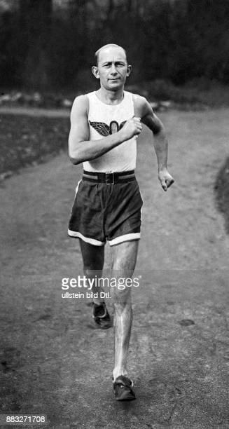 Leichtathlet Deutschland Gewinner der Silbermedaille im 3000MeterGehen während der Olypmischen Sommerspiele 1906 in Athen Griechenland John Graudenz...