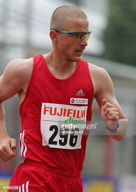 Leichtathletik Deutsche Meisterschaft 2004 Braunschweig 10000 Meter Bahngehen Maenner Sieger Andreas ERM / SC Potsdam 100704
