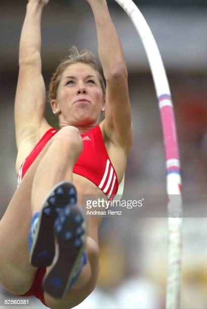 Leichtathletik: Deutsche Meisterschaft 2004, Braunschweig; Stabhochsprung / Frauen; Floe KUEHNERT / GER 11.07.04.