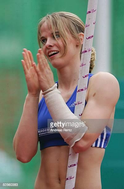 Leichtathletik: Deutsche Meisterschaft 2004, Braunschweig; Stabhochsprung / Frauen; Silke SPIEGELBURG / GER 11.07.04.