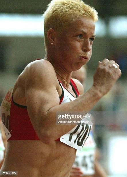 Leichtathletik Deutsche Meisterschaft 2004 Braunschweig Grit BREUER / SC Magdeburg als Schlusslaeuferin der 4 x 100m Staffel des SC Magdeburg 100704