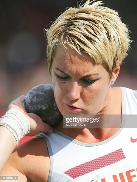 Leichtathletik Deutsche Meisterschaft 2004 Braunschweig Kugelstoss / Frauen Astrid KUMBERNUSS / GER 110704