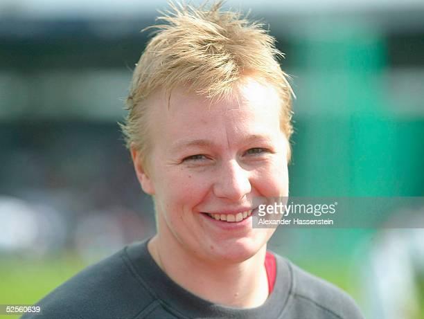 Leichtathletik: Deutsche Meisterschaft 2004, Braunschweig; Kugelstossen / Frauen; Nadine BECKEL / GER 11.07.04.