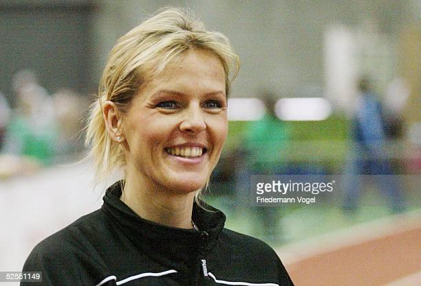 Leichtathletik Hallen DM 2004 Dortmund Weitsprung / Frauen Susen TIEDTKE / LG Eintracht Frankfurt macht nach ueber einem Jahr Pause Ihren ersten...