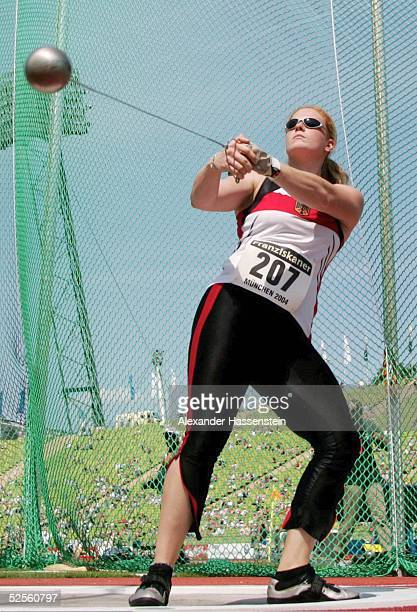 Leichtathletik: Team Challenge 2004, Muenchen; FRA / GER / USA; Hammerwerfen / Frauen; Betty HEIDLER / GER, gewinnt das Hammerwerfen 08.08.04.